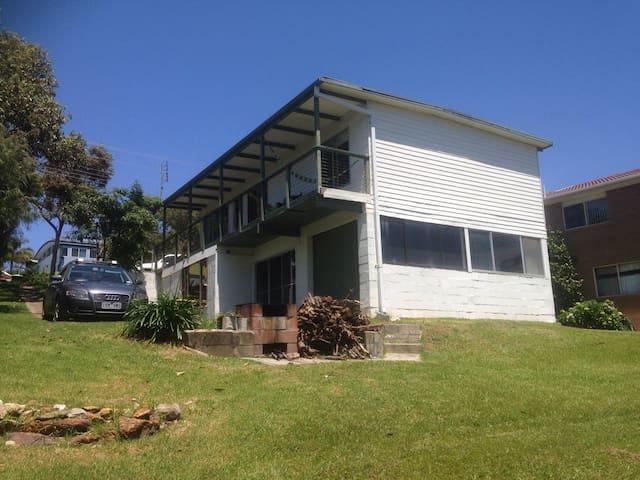 McKenzie's Beach House - Malua Bay - Ev