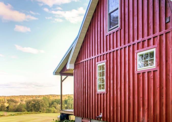 Quaint 1BR + Loft Mayville Cabin - Mayville - Kulübe