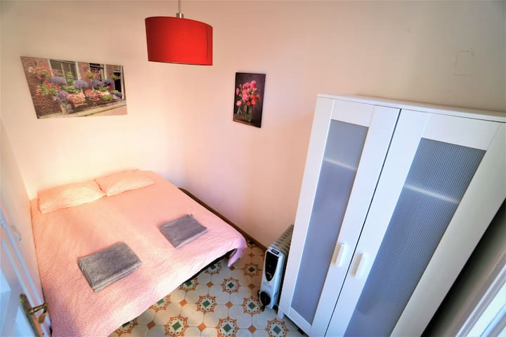 Romantic Central room for 2 persons in shared apt