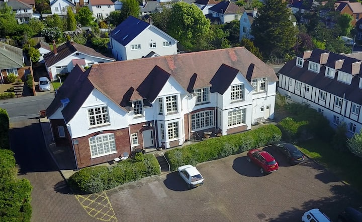 CLEWER LODGE Quality, Cosy Apartment Near Seafront