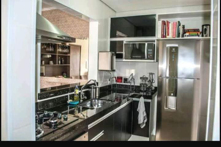 Lindo Apartamento Mobiliado e Decorado. 2 Quartos.