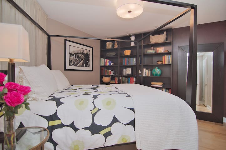 Sunny 2BR Dilworth Flat Steps from South End