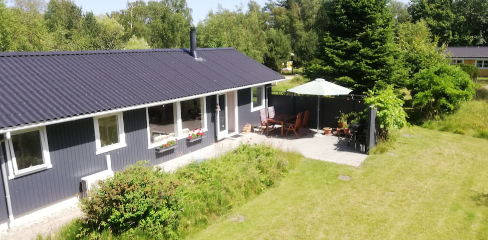 Family friendly cottage close to the sea