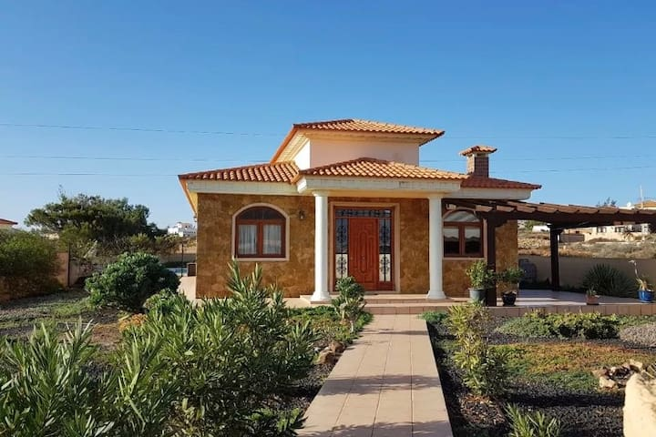 3 bed private villa with 6x12 pool