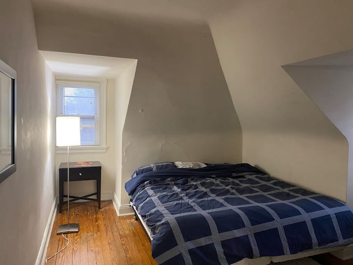 Room 1 in cozy Roland Park Attic Apt