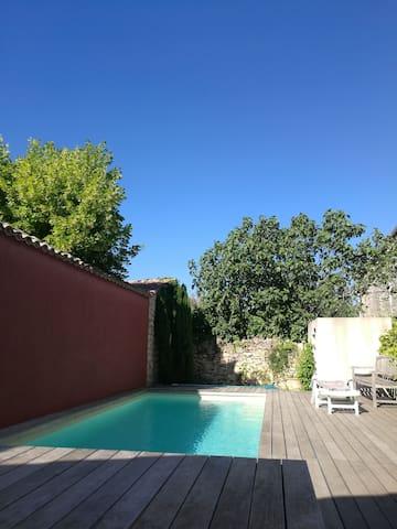 La piscine 8X4m et sa terrasse en bois