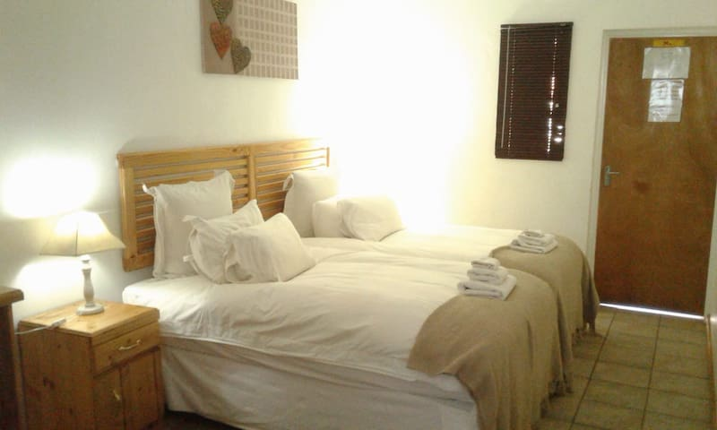 Apt 4 Standard Double Room 2 Quar Beds with Shower