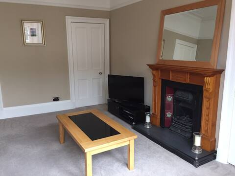 Beautiful entire flat in vibrant Shawlands area