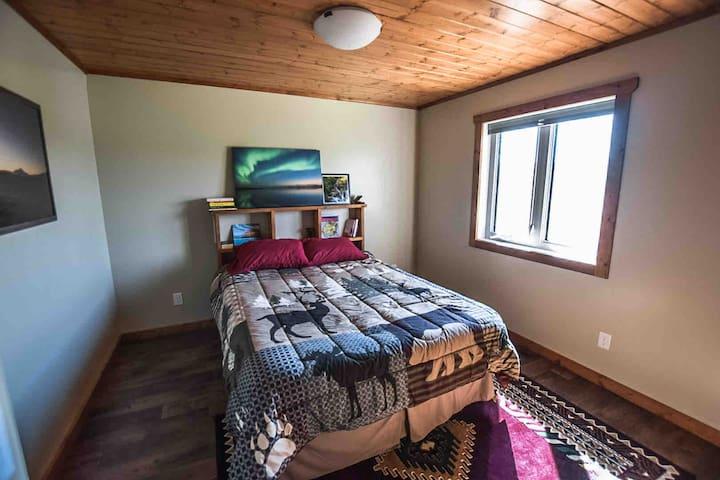Bedroom 1 Main Floor 1 Queen Size Bed