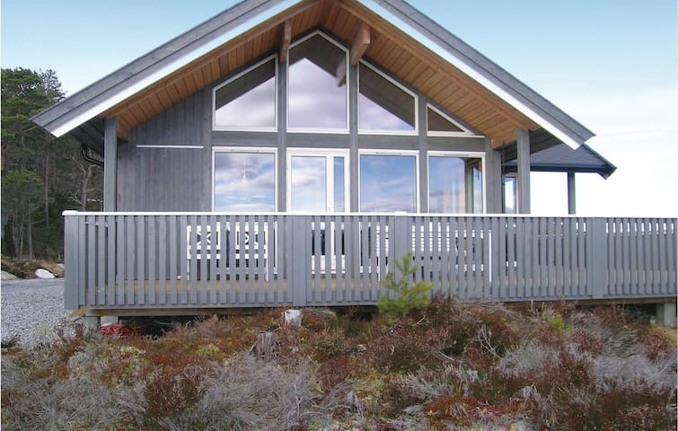 Holiday cottage with 3 bedrooms on 90 m² in Lensvik