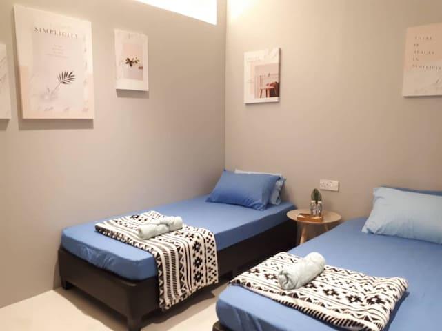 2 single beds room @ VFC