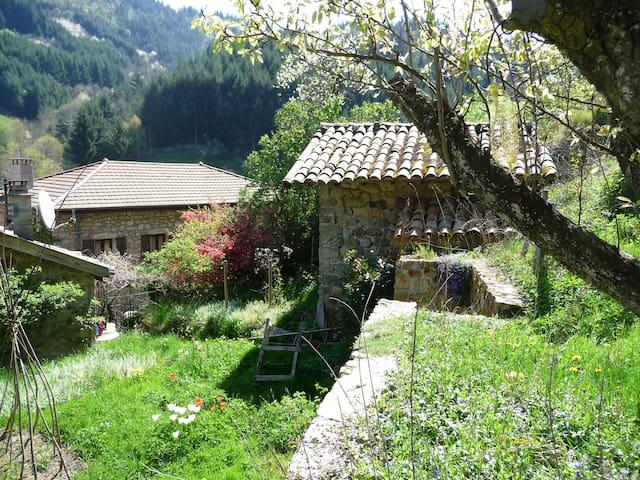 Petite maison calme - Dornas - Casa