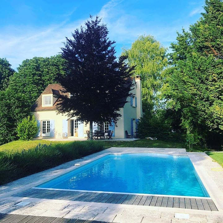 Fabulous house with pool, sleeps up to 8