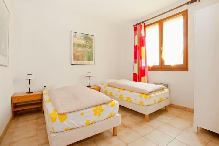 Une maison bien équipée pour la petite famille - Saint-Jean-de-Laur - Huis