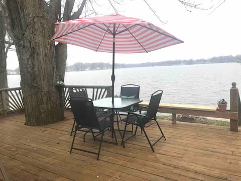 Beautiful Skinner Lake View Cottage