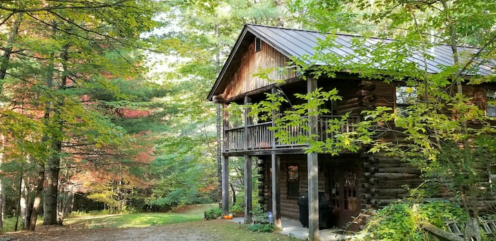 Cozy Log Cabin, Peaceful Retreat