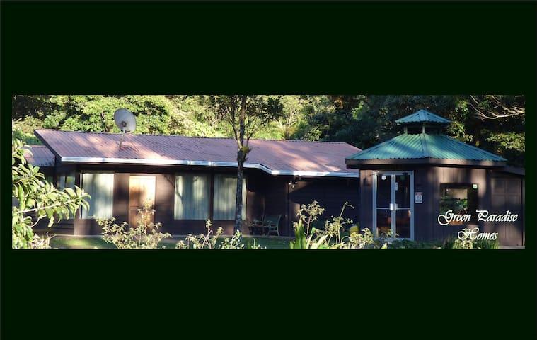 """La Zarigueya"", (The opossum), a GreenParadiseHome - Monteverde - House"
