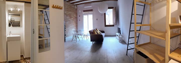 By Month only! Design  loft in the centre of Bcn