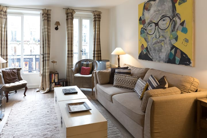 Central St Germain - 2 Bed/2 Shower /1 separate WC