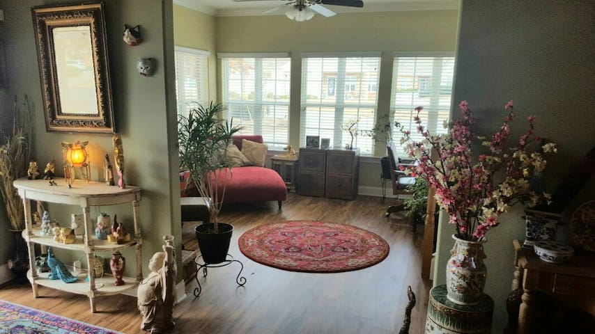 Your Cozy, Eclectic Oriental Getaway In the South - Newnan - Huis