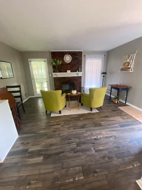 Comfortable Corporate House - FREE PARKING