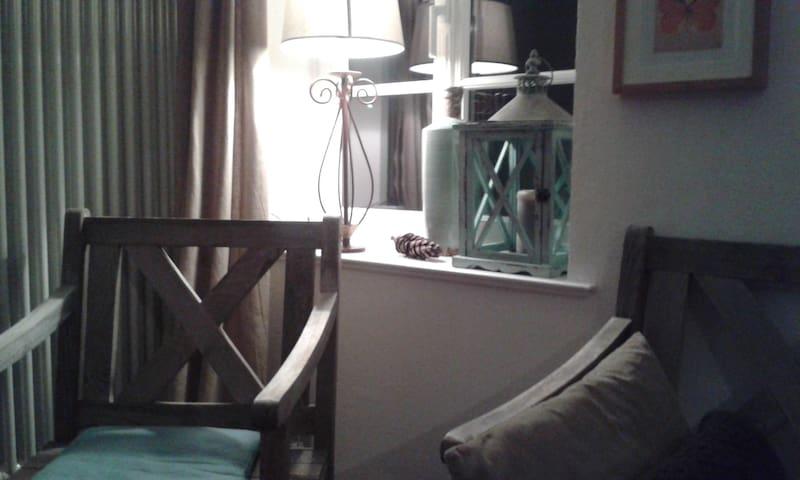 Schönes Zimmer in alter Schule - Hattert - Lägenhet