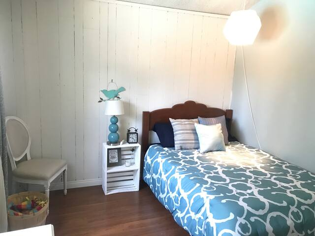 Cute & Cozy Room in Sunny SoCal -Pool & Gym Access