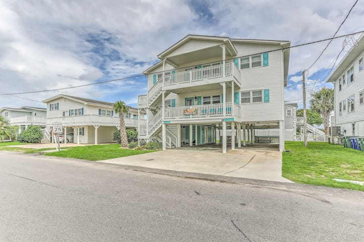 North Myrtle Beach Townhome, 1 Block to Beach