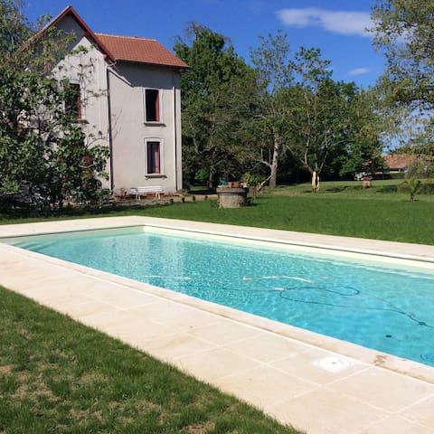 La Thébaïde: Unique House/Villa - Castelnau-d'Auzan - Vila