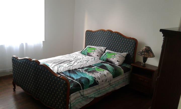 1  chambre lit double logement partagé