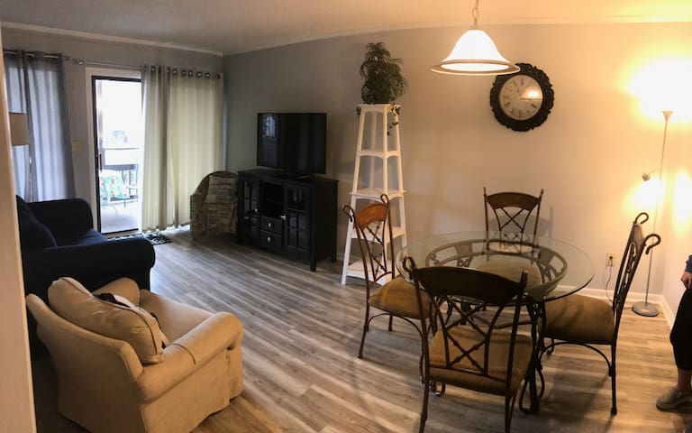 North Myrtle Beach 3BR/2.5BA Condo 1block to ocean