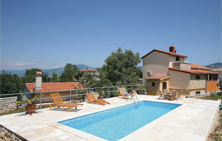 Holiday cottage with 2 bedrooms on 205 m²