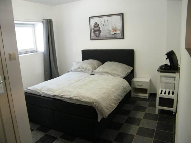 Zimmer in einem ehemaligen Kuhstall: Lolo