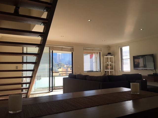 Large private room in modern Potts Point apartment - Woolloomooloo - Leilighet