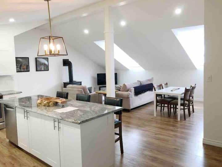Carriage House Loft in the County (PEC)