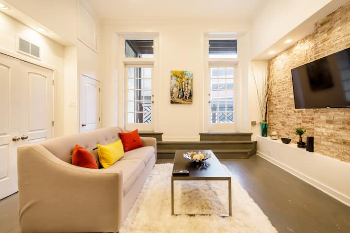 Stylish 2BD Loft in the Heart of Old City