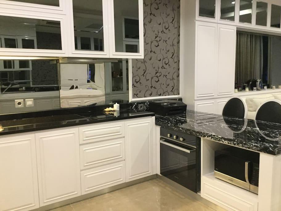Kitchen/Dining -Workspace area