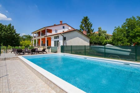 6 Bedrooms Cottage in Nedescina - Nedescina