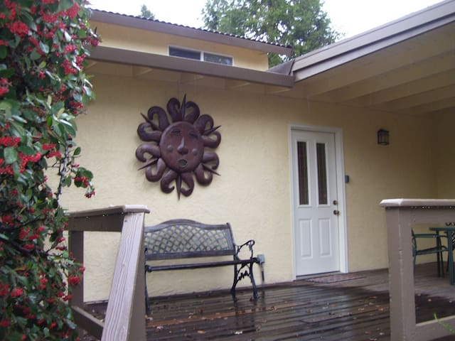 Furnished 2 bedroom 1 bath country guest house