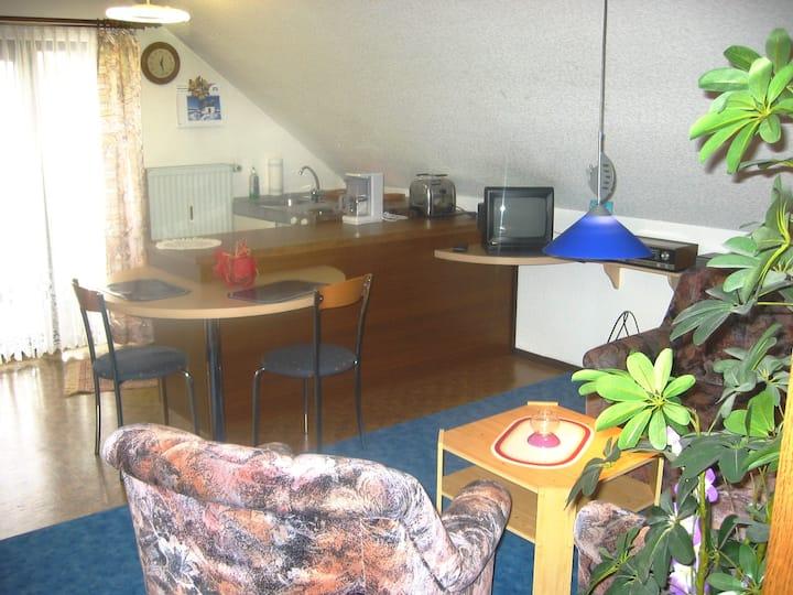 Ferienwohnungen Haus Waltraud Steinwiesen (Steinwiesen), Gemütliche Dachgeschosswohnung mit Balkon
