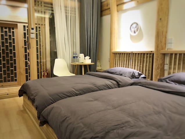二楼双床房相对小一些