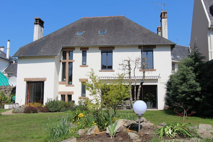 A nice and big city house with a closed garden - Lannion - House