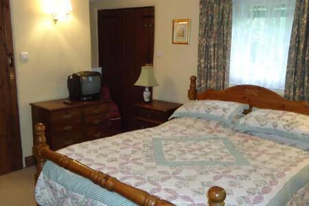 Double en-suite room - Crawley