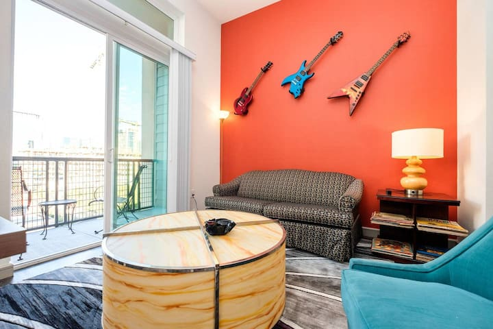 RockNRoll Penthouse Suite l Coolest Apt downtown