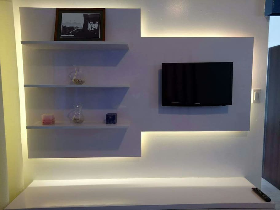 TV with cable and wifi