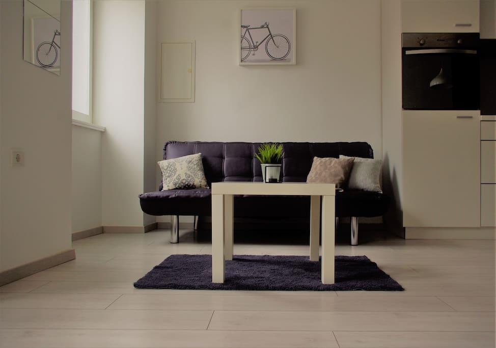 Sofa and cofee table- sofa i stolić za kavu