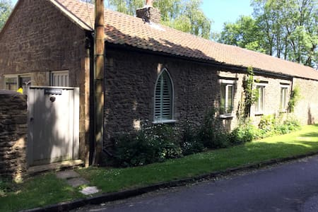 Cosy self contained guesthouse near Bath