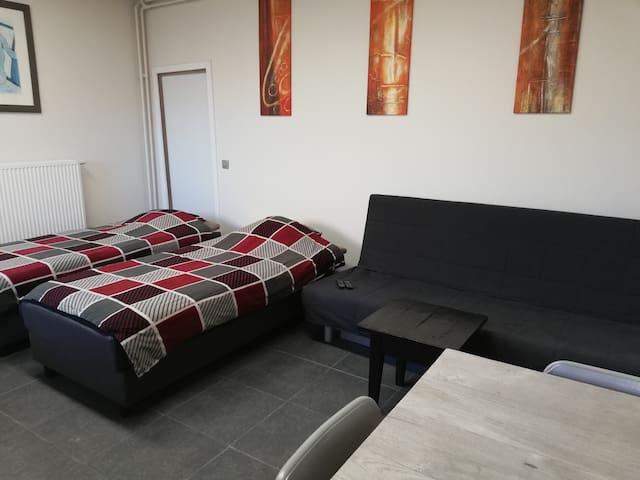 Lommel Inn wifi, kitchen, batroom, sat tv
