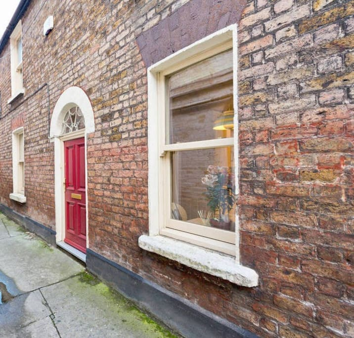 Unique Mini Period Townhouse Of Dublin Camden St Houses For Rent In Dublin 2 County Dublin