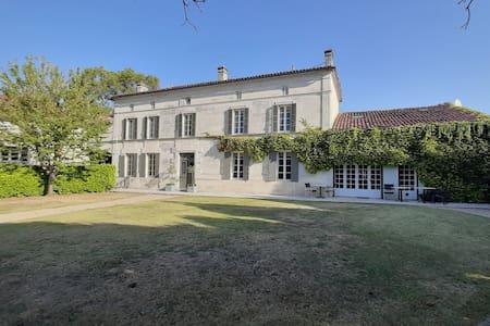 La Vieille Maison de Maitre.